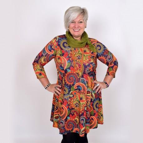 Mönstrad klänning i varma färger, BEATA