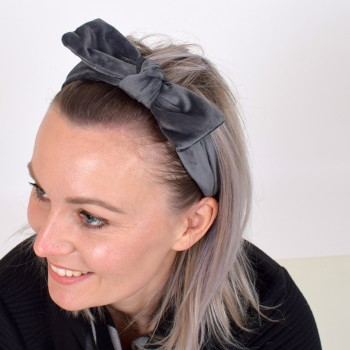 Velvet hairband with bow