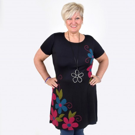 VANJA, tunic with playful hand embroidered pattern