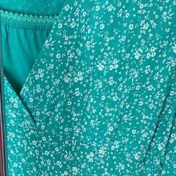Blommig viskosklänning, finns i flera färger
