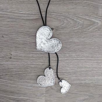 Kaulakoru sydämillä