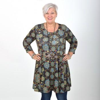 Tummansävyinen kukkakuviollinen mekko, BEATA